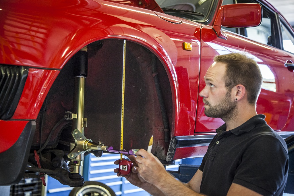low_Porsche_911_G-Modell_KW_DaempferV3_Einbau_vorne_02
